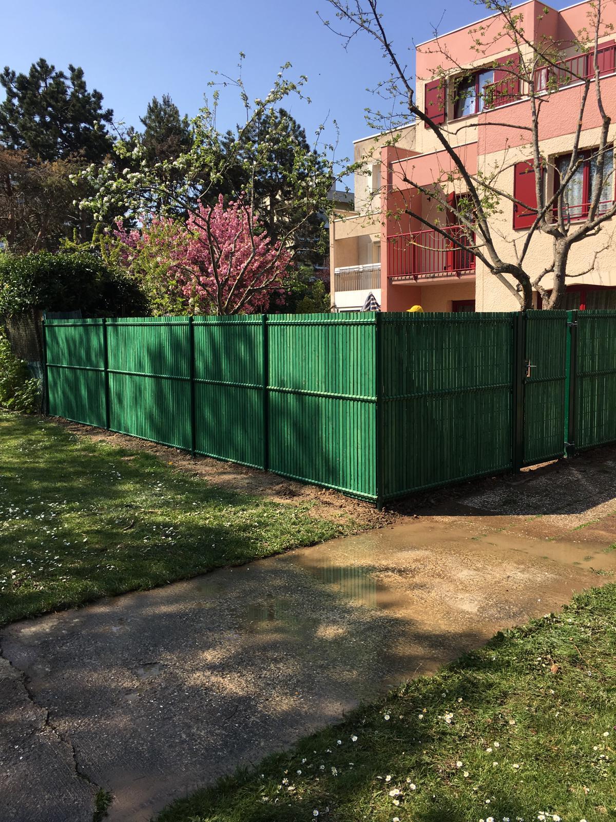 Green hand co, création et entretien des espaces verts, clôture, portillon, treillis soudé, lames bois teintées,